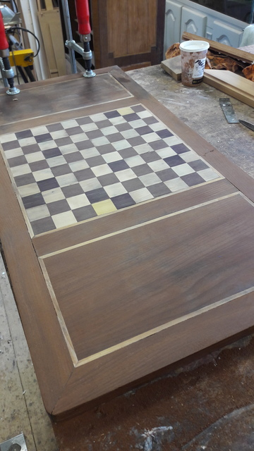 Restauration d'une table à jeux en acajou à Pessac