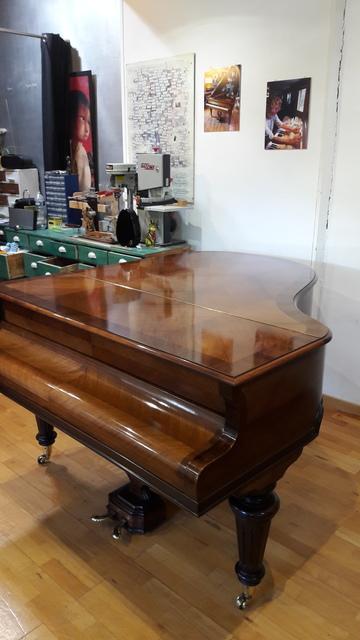 Restauration d'un couvercle de piano vernis tampon à Pessac