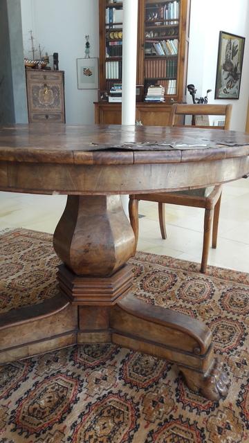 Restauration d'une table ronde monopode à Pessac